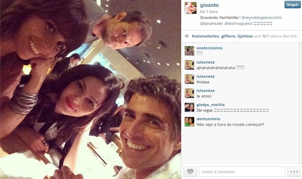 25.jan.2014 - A atriz GIovanna Antonelli publicou uma foto com os colegas de elenco Reynaldo Gianecchini e Tainá Müller durante a gravação de