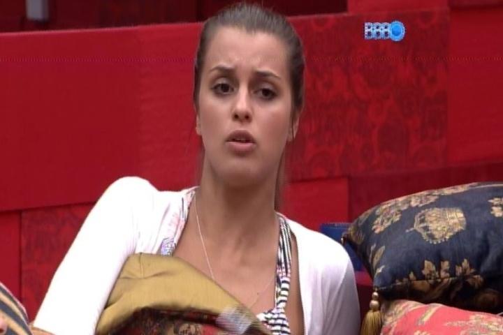 25.jan.2014 - Angela afirma que tem dó de Franciele. A sister recebeu oito votos e está no quinto paredão do programa
