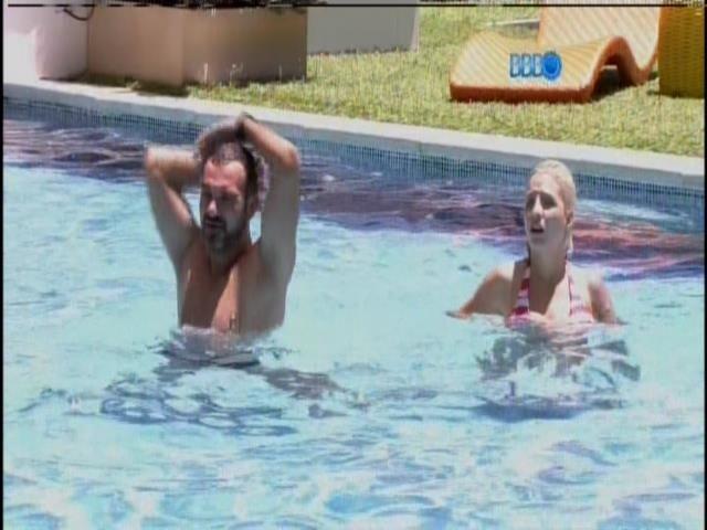 25.jan.2014 - Brothers começam a curtir a piscina