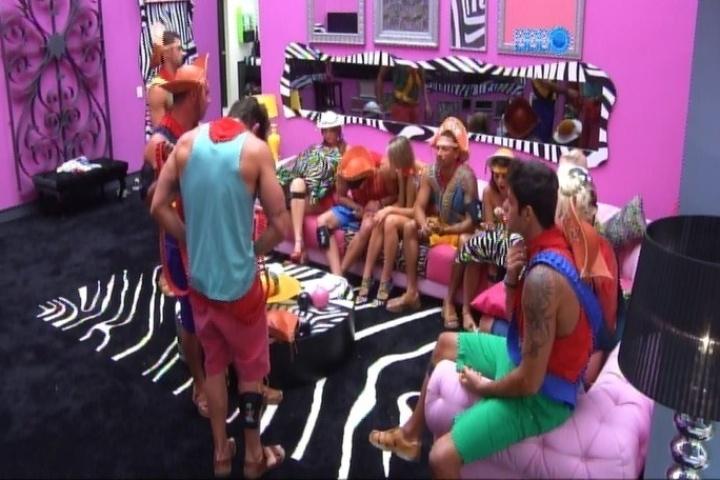 25.jan.2014 - Os brothers já estão na sala aguardando o início da festa