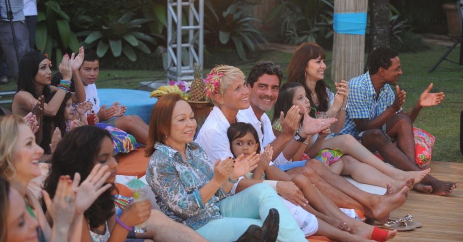 "25.jan.2014 - Xuxa apresenta seu último ""TV Xuxa"" e acompanha show dos sertanejos Victor e Léo ao lado do namorado, Junno Andrade"