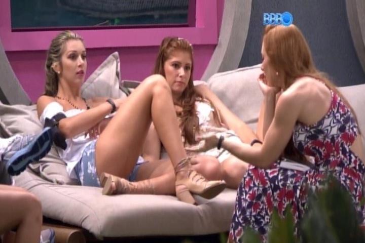 """25.jan.2014 - Amanda sobre desmaio de Aline na prova do líder: """"Dá audiência"""""""