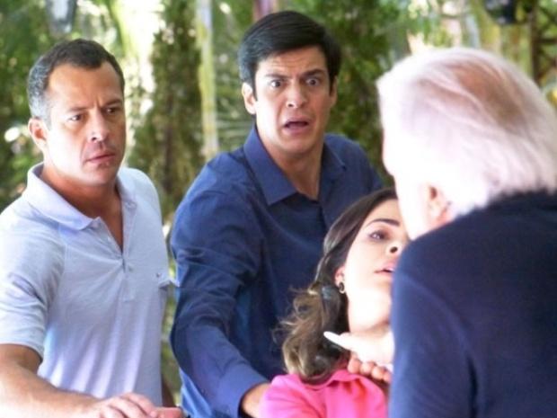 """Em """"Amor à Vida"""", após ter a confirmação da traição, Cesar tenta matar Aline"""