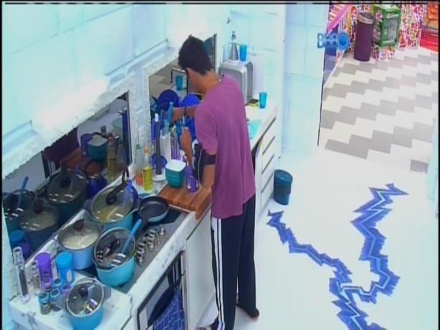 26.jan.2014 - Diego fazendo café na Sibéria