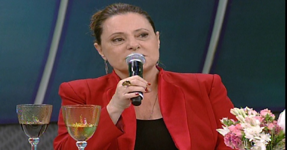 "26.jan.2014 - Elizabeth Savalla participa da ""Pizza do Faustão"", na noite deste domingo (26), na TV Globo"