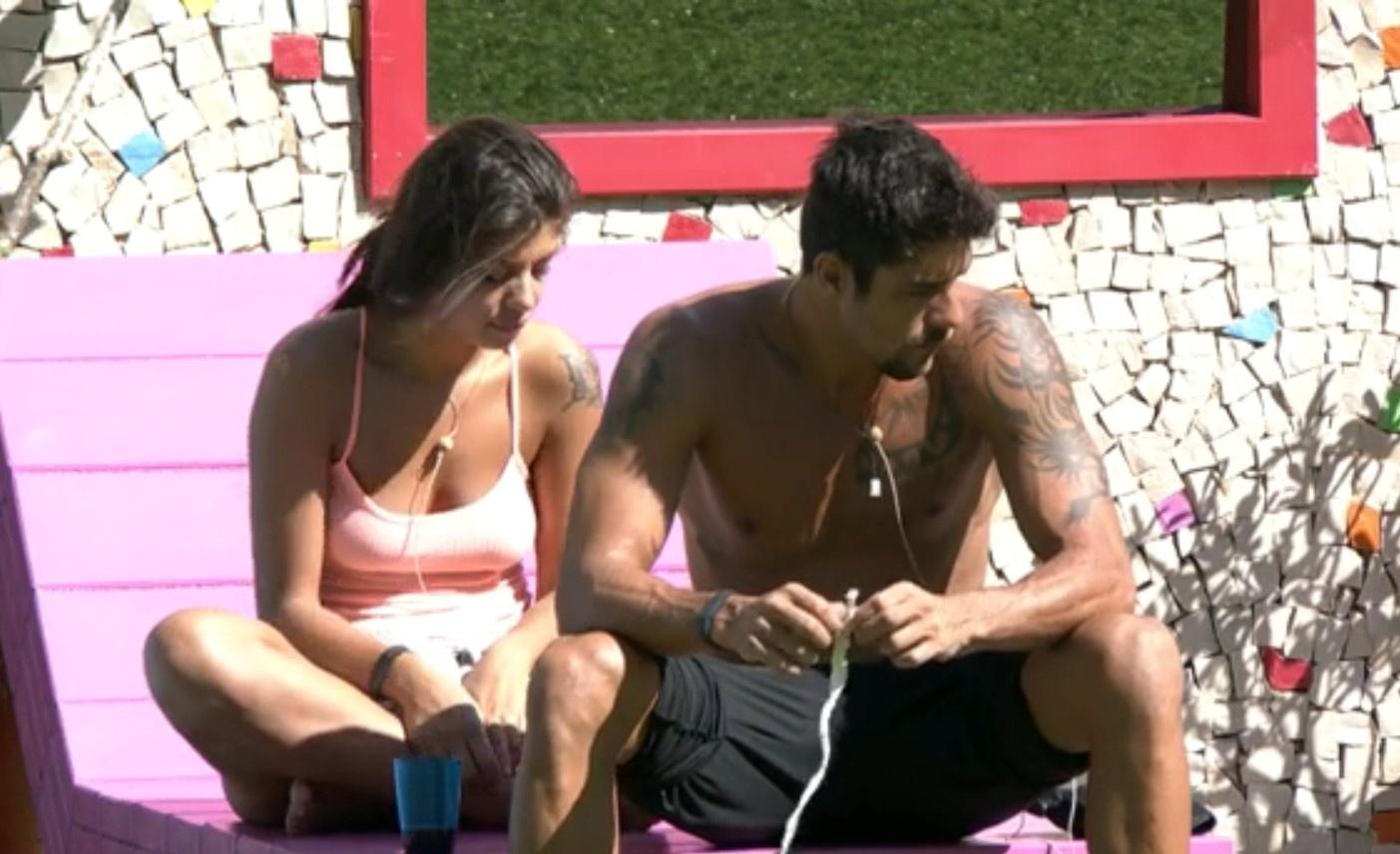 26.jan.2014 - Franciele e Diego conversam no jardim