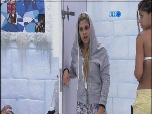 26.jan.2014 - Vanessa dá bronca em Cássio por causa de banheiro