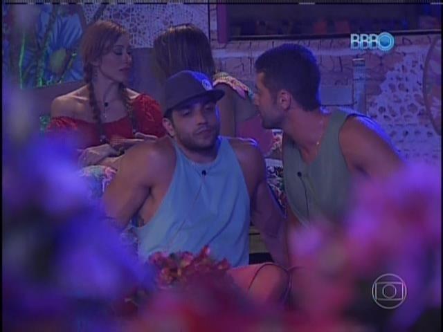 26.jan.2014 Vt mostra começo de desentendimento entre Marcelo e Junior por causa de Letícia
