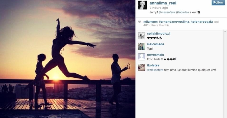 27.jan.2014 - Anna Lima diverte-se com Grazi Massafera e Fabiula Nascimento