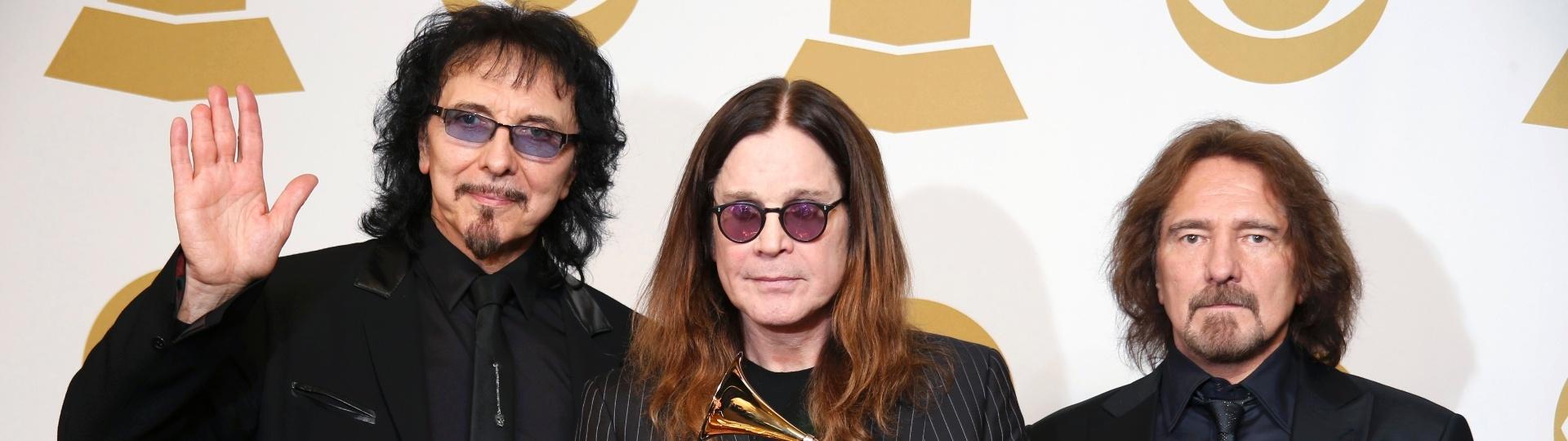 26.jan.2014 - Tony Iommi, Ozzy Osbourne e Geezer Butler, trio do Black Sabbath, levaram a categoria de melhor performance de metal por