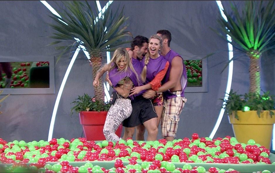 26.jan.2014 - Vitória do grupo roxo