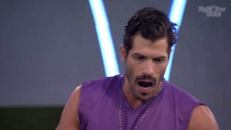 27.jan.2014 - Com vitória do grupo roxo em prova, Marcelo escolhe Roni como o novo líder