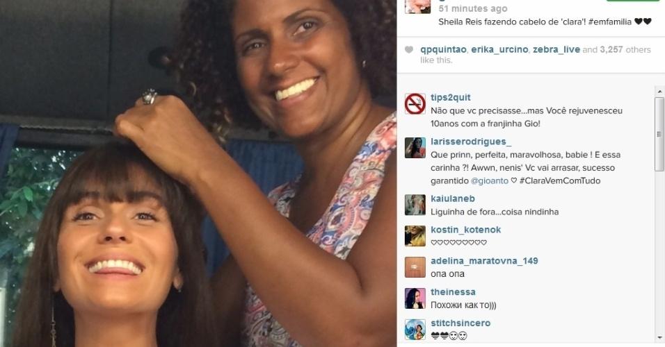 """27.jan.2014 - Giovanna Antonelli faz cabelo para gravar """"Em Família"""""""