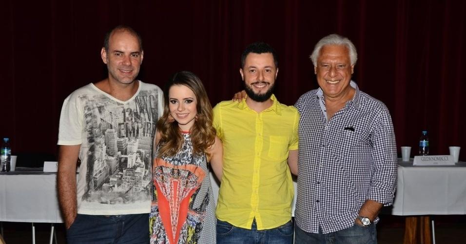 27.jan.2014 - Os atores Marat Descartes, Sandy Leah e Antonio Fagundes e o diretor Marco Dutra, de