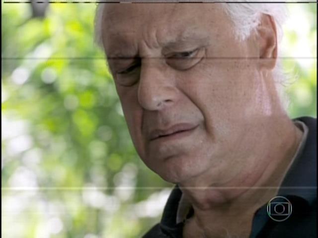 César fica revoltado ao ouvir de Aline que o filho que teve com ele foi apenas um investimento