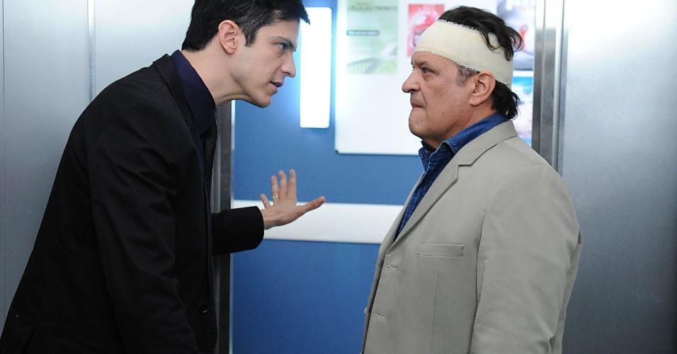 """Em cena de """"Amor à Vida"""", Atílio escapa de hospital ao ficar sem memóriaAmor à Vida"""
