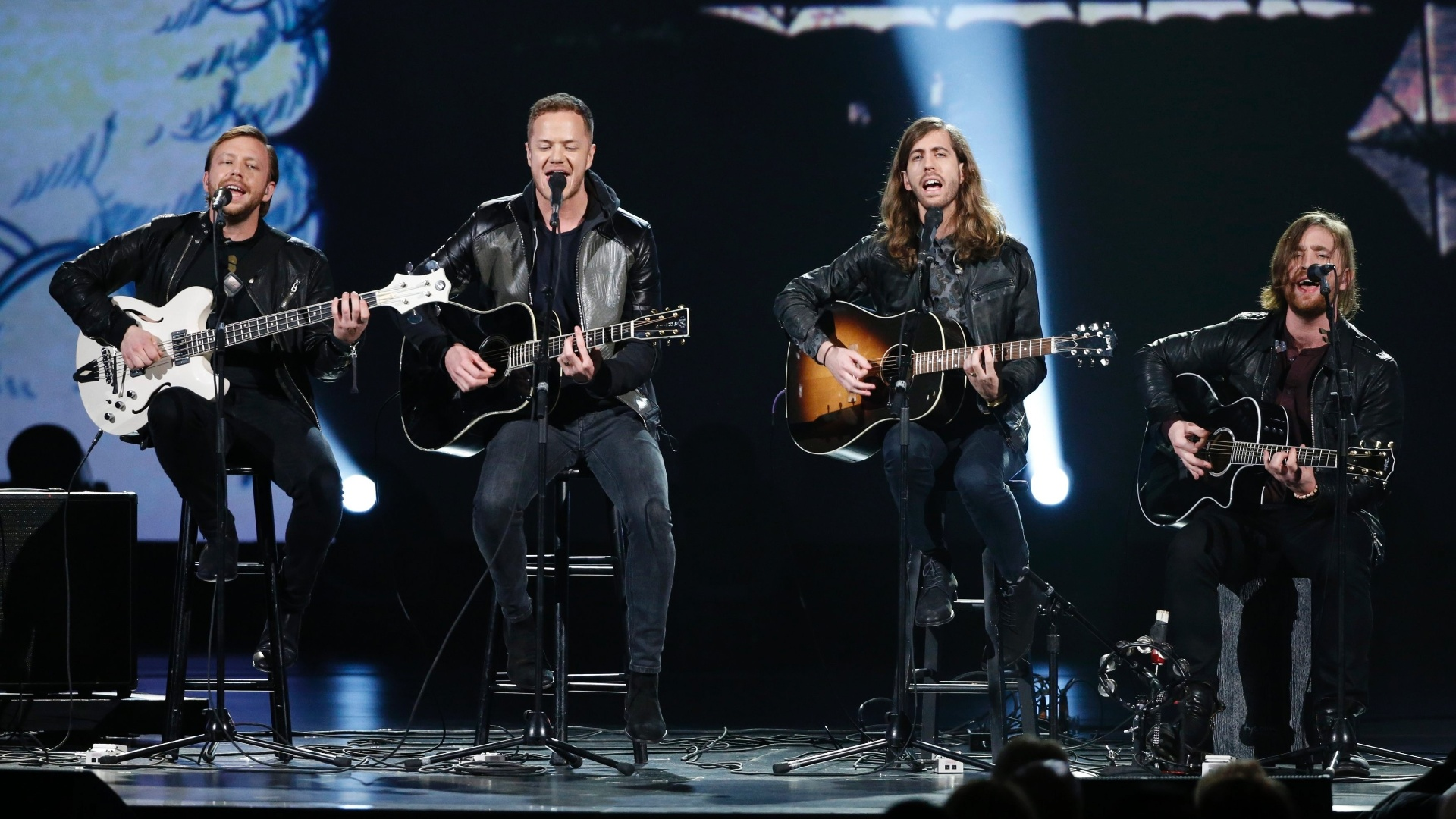 27.jan.2014 - A banda Imagine Dragons participa da gravação do especial