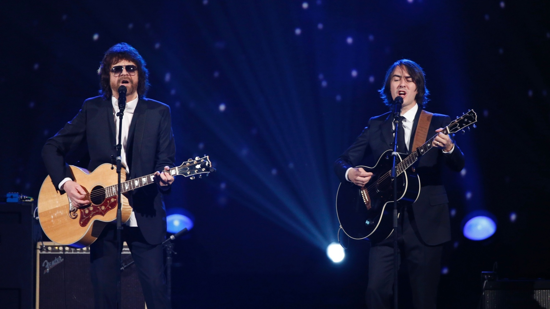 27.jan.2014 - Jeff Lynne e Dhani Harrison, filho de George Harrison, participam da gravação do especial