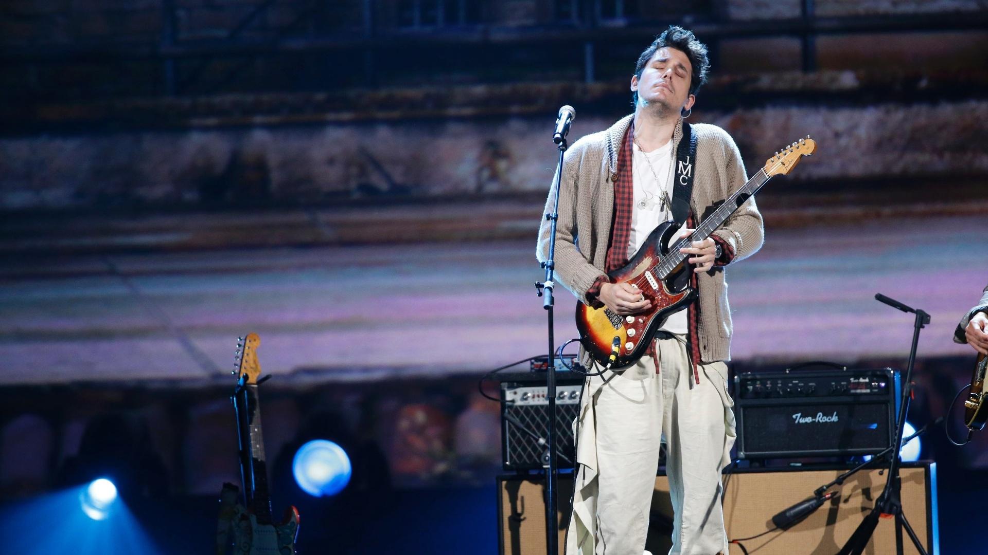 27.jan.2014 - O cantor e guitarrista John Mayer participa da gravação do especial