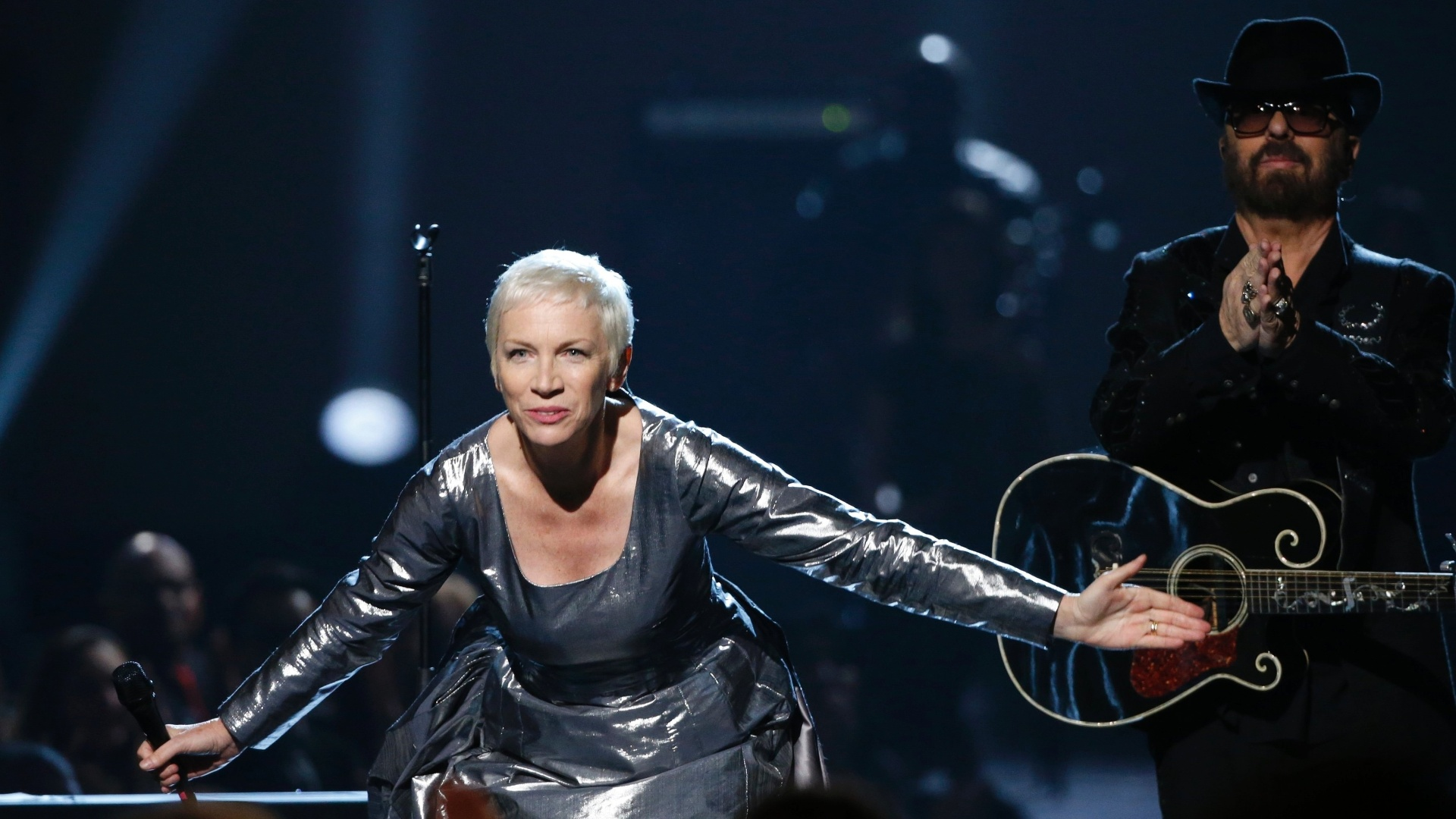 27.jan.2014 - Annie Lennox e David A. Stewart, do Eurythmics, participam da gravação do especial