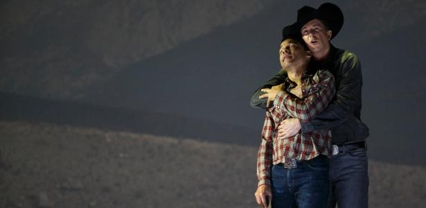 """O tenor americano Tom Randle e o barítono canadense Daniel Okulitch participam de ensaio da versão em ópera de """"O Segredo de Brokeback Mountain"""", no Teatro Real de Madrid - Paul Hanna/Reuters"""
