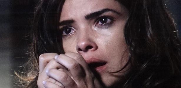 """Em """"Amor à Vida"""", Aline finge inocência ao ser interrogada pela polícia"""