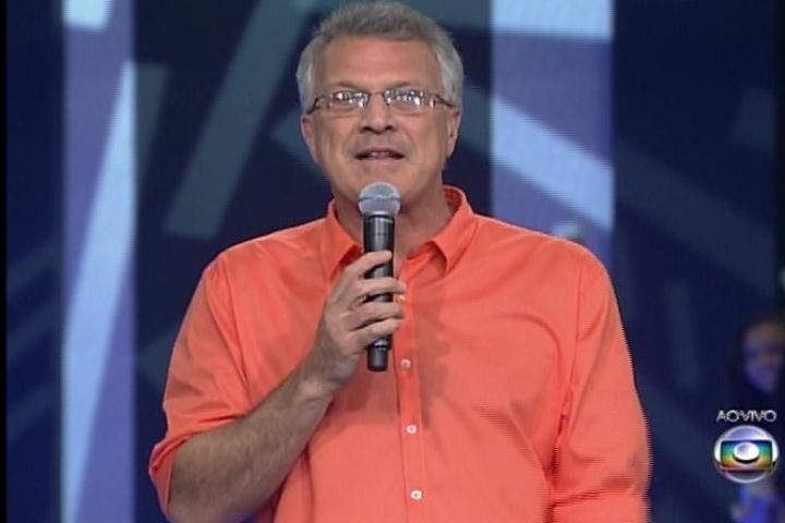 28.jan.2014 - O apresentador Pedro Bial faz a primeira entrada ao vivo da noite