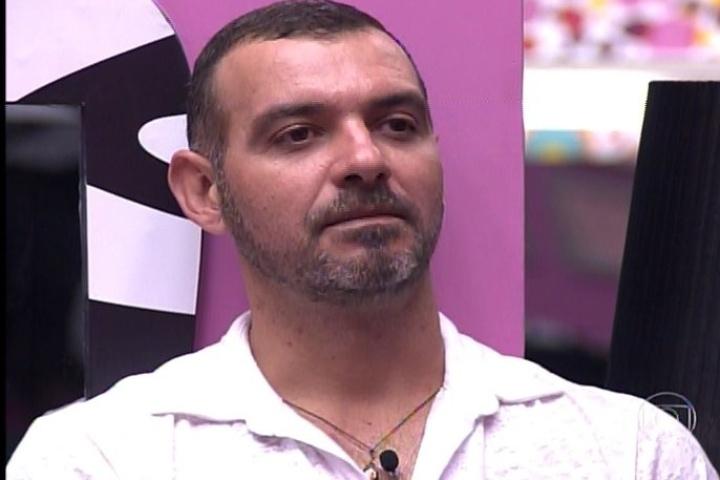 28.jan.2014 - Vagner é anunciado por Pedro Bial como o sexto eliminado de Big Brother Brasil 14