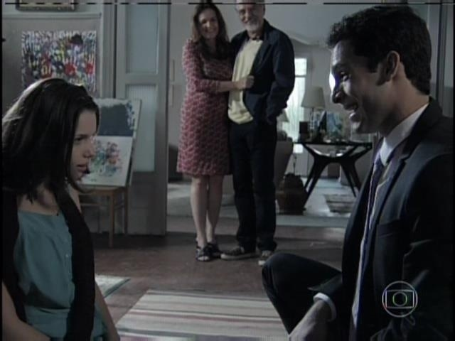 Após conversar com os pais de Linda, Rafael chega para fazer o pedido à amada