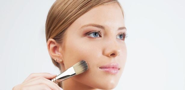 No inverno, use a maquiagem como aliada da pele - Rogério Cassimiro/UOL