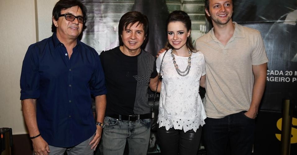 """28.jan.2014 - Chitãozinho & Xororó prestigiam a pré-estreia do filme """"Quando Eu Era Vivo"""", em Campinas"""