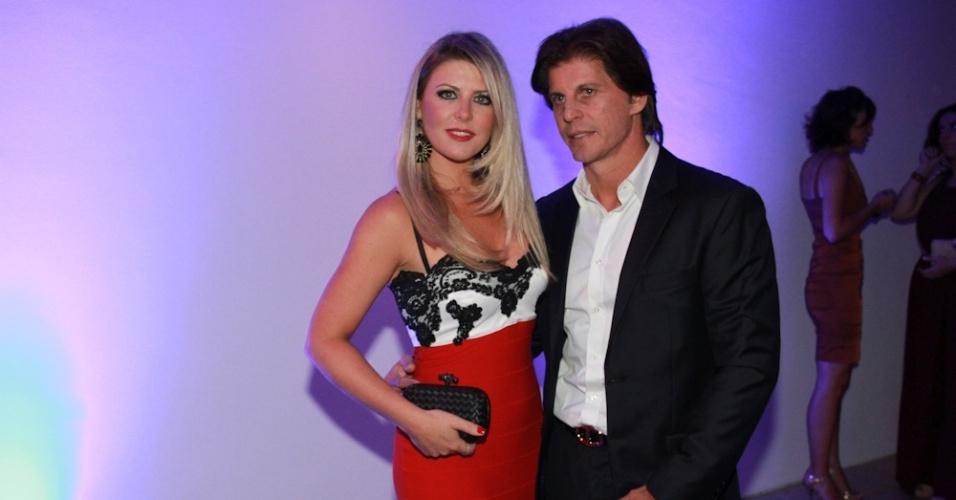 28.jan.2014 - Íris Stefanelli reaparece com o ex-namorado Jerônimo Teixeira em festa