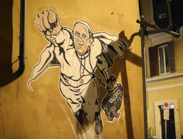 28.jan.2014 - Papa Francisco vira superherói em muro de Roma - Alessadro Di Meo/EFE