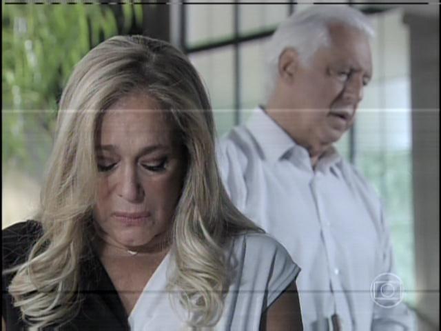 29.jan.2013 - César pede perdão a Pilar a assume seus erros