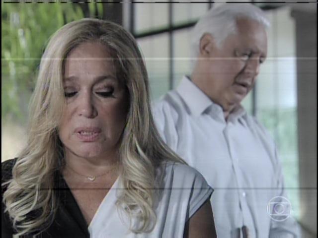 29.jan.2013 - Pilar fica emocionada com o pedido de desculpas de César