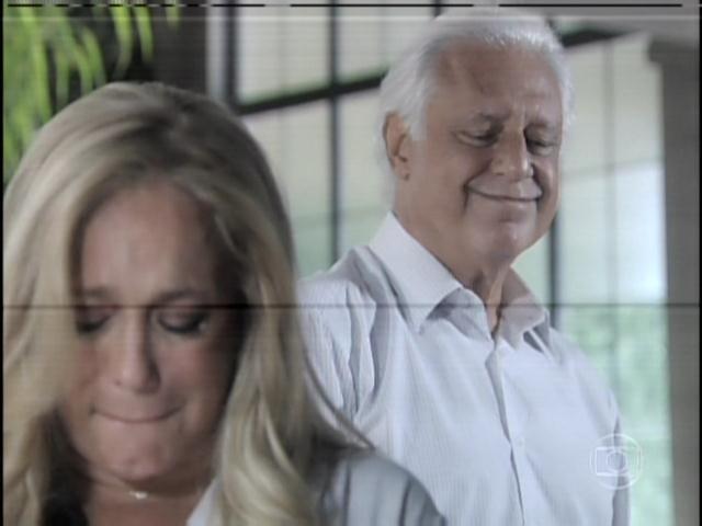 29.jan.2013 - Pilar ouve o pedido de perdão de César