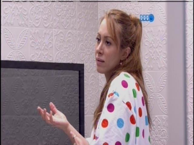 29.jan.2014 - Aline conversa com Valter sobre Letícia