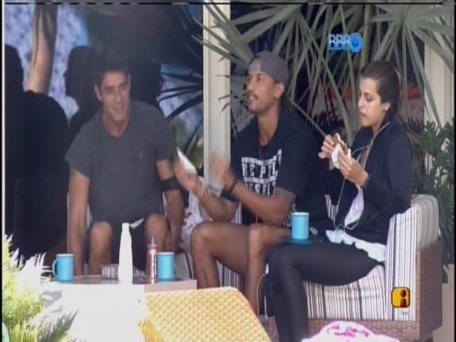 29.jan.2014 - Diego, Angela e Valter comentam últimas atitudes de Vagner