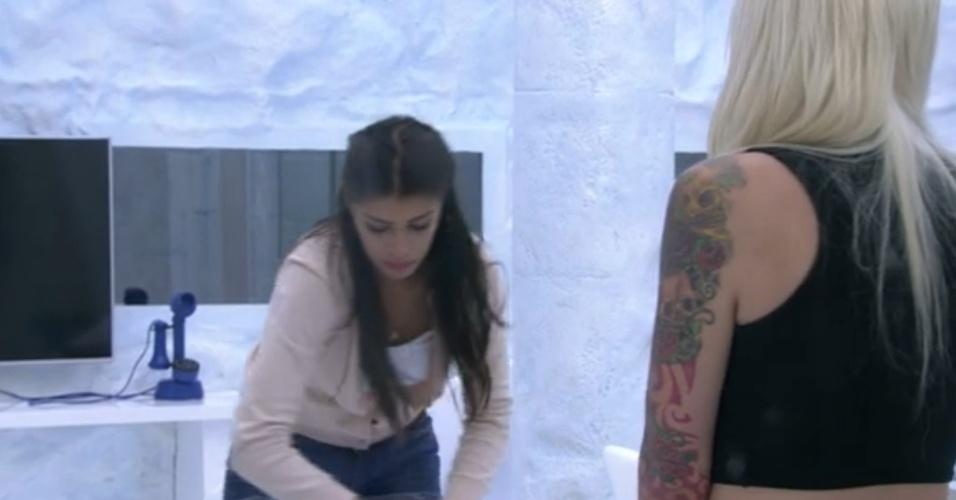 29.jan.2014 - Franciele e Clara conversam sobre paredão