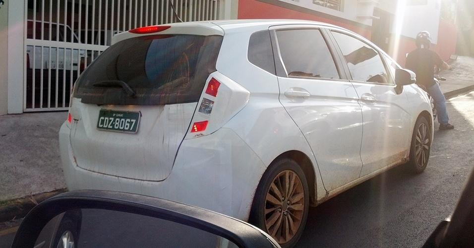 Novo Honda Fit, quase sem camuflagem, em flagra feito pelo leitor Eduardo Fraccarolli Buriola