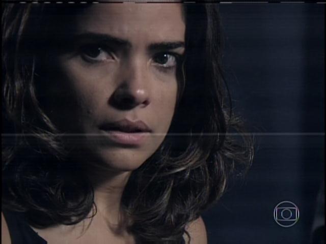 29.jan.2013 - Em depoimento na delegacia, Aline fica chocada ao rever Ninho