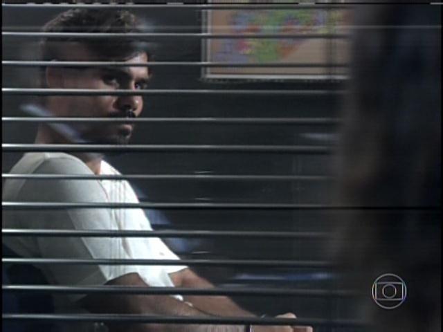 29.jan.2013 - Ninho é levado para fazer depoimento na delegacia