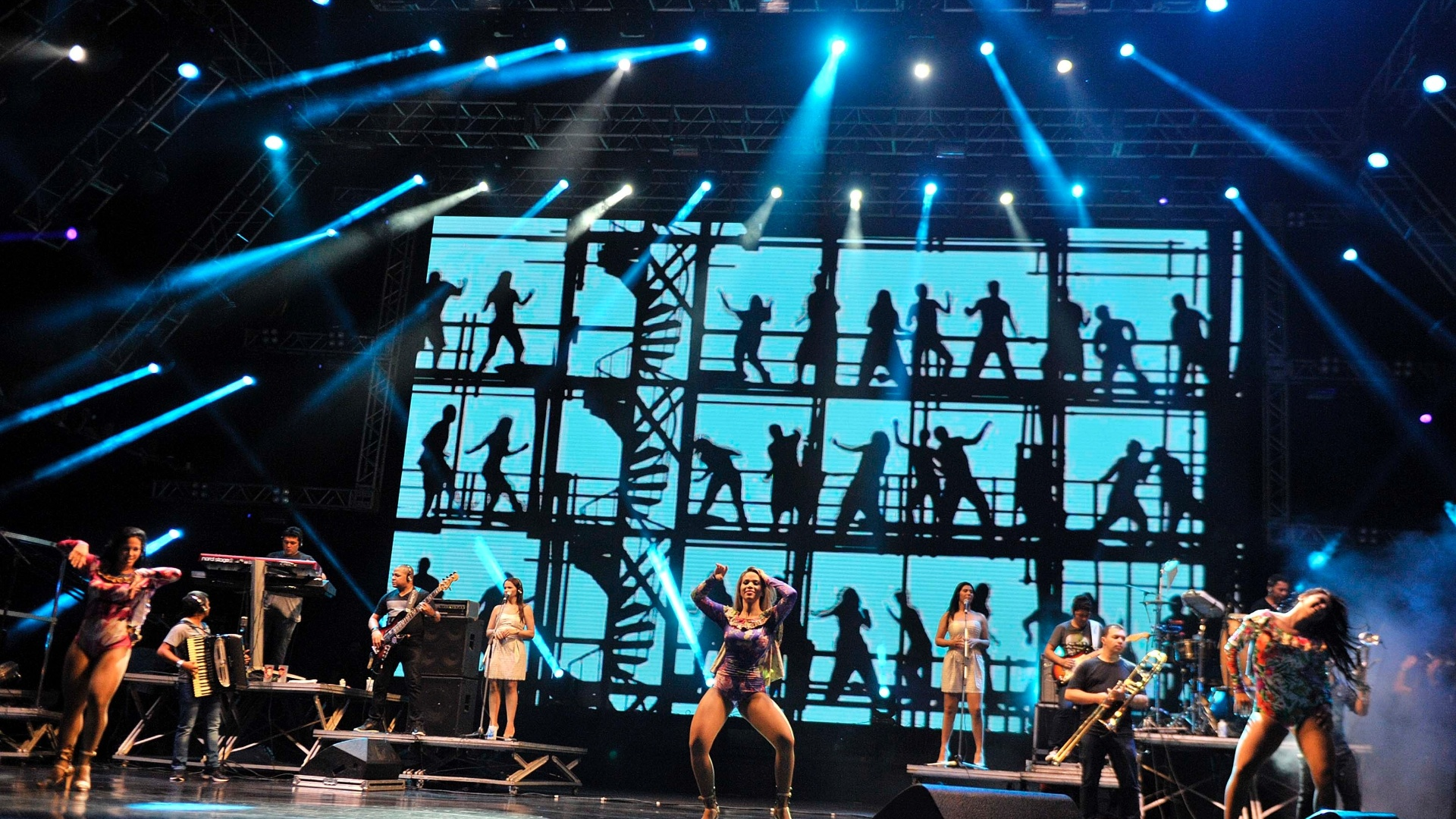 29.jan.2014 - Aviões do Forró se apresenta na primeira noite do Festival de Verão de Salvador. O evento, que acontece até o dia 1 de fevereiro na capital baiana, reúne astros de ritmos como axé, sertanejo, pagode e rap