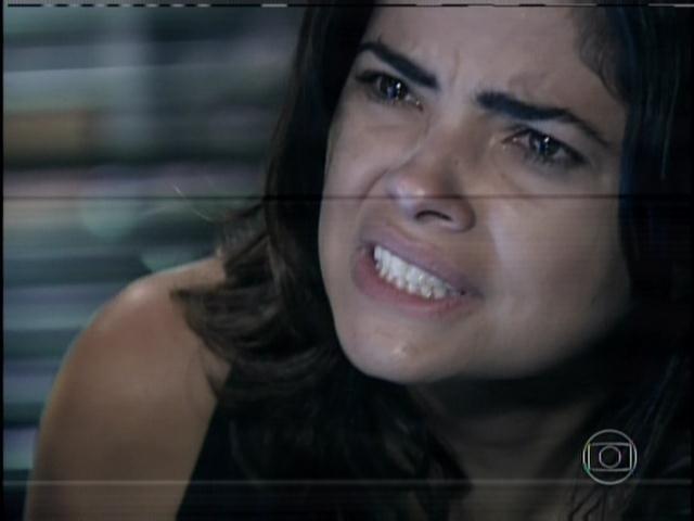 30.jan.2014 - Aline nega, diz que Ninho matou Mariah e pede para a polícia examinar a arma do crime