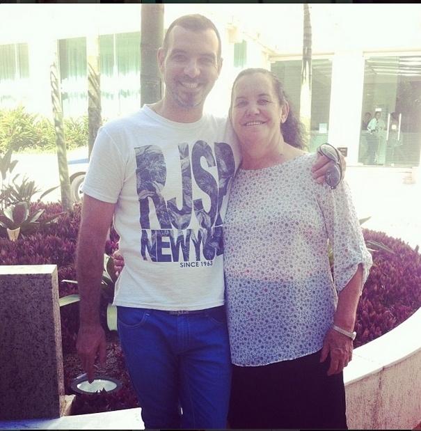 30.jan.2014 - Depois da eliminação, Vagner publica foto com a mãe no Instagram