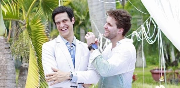 """Em """"Amor à Vida"""", Félix e Niko se vestem de branco no casamento de Linda e Rafael"""