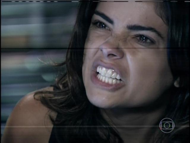 30.jan.2014 - Furiosa, Aline grita com Ninho