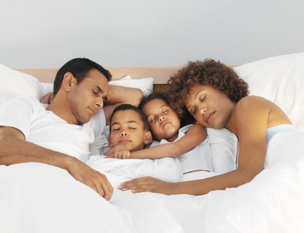Os pais precisam estar convictos da decisão de delimitar o espaço do casal e da criança - Getty Images