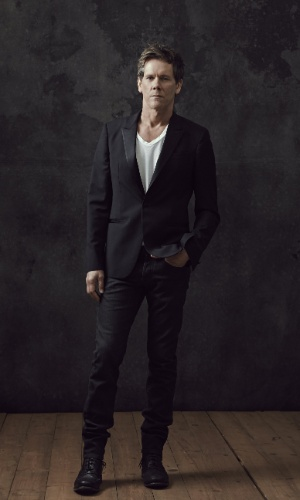 "Kevin Bacon é o ex-agente do FBI Ryan Hardy em ""The Following"". A segunda temporada da série estreia no dia 31 de janeiro no Warner Channel"