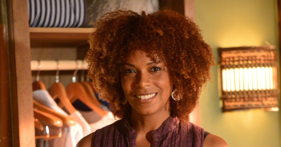 """Lica Oliveira interpreta Dulce em """"Em Família"""""""